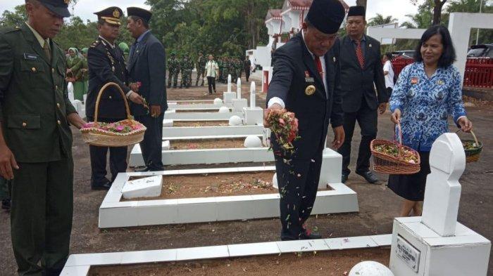 Usai Upacara Hari Pahlawan, Paoluus Hadi dan Forkompimda Ziarah ke TMP Patriot Bangsa Sanggau