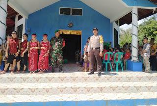 Sinergitas Bhabinkamtibmas dan Bhabinsa dalam Pengamanan Natal di Desa Binaan