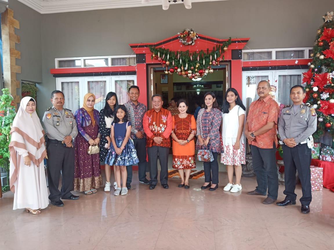 Bupati, Wakil Bupati dan Pj.Sekda Sanggau Gelar Open House, Berbagai Etnis Mendatangi