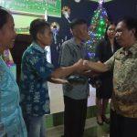 Safari Natal Bersama Jemaat GEPEMBRI Dusun Benua, Pemkab Sanggau Serahkan Bantuan 1,5 Ton Beras
