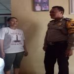 Bripka Ariandi Melaksanakan door to door system (DDS) di desa binaannya