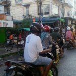 Bripka Saprin Gunawan Atur Lalulintas di Pasar Sentral Sanggau