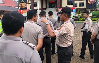 Usai Apel Pagi, Kabagsumda Polres Sanggau Cek Sikap Tampang Anggota