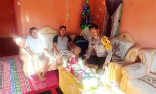Kunjungan Brigpol Denis Ardiansyah Kerumah Warga yang Rayakan Natalan