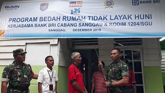 Warga Dusun Lape Serahkan Senpi Jenis Lantak kepada Dandim 1204/Sanggau