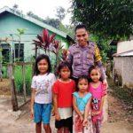 Brigpol Tatak Budi Cahyono Sambangi Anak-Anak yang Ada di Desa Binaan
