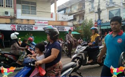 Mencegah Macet Bripka Saprin Gunawan Atur Lalin di Pasar Sentral