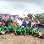 Bupati Sanggau Melakukan Penanaman Perdana Bibit Kelapa Sawit Program Peremajaan Sawit Rakyat di KUD Sinar Mulia