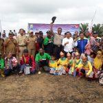 Penanaman Perdana Peremajaan Sawit Rakyat Oleh Bupati Sanggau Seluas 101,75 Ha KUD Sinar Mulia