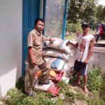 Penyerahan Pupuk ke Kebun Induk Lada Desa Penyeladi