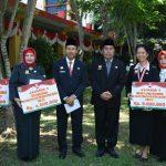 Poto Bersma Penerima Penghargaan dengan Kepala Dinas Pendidikan dan Kebudayaan Sudarsono,S.AP