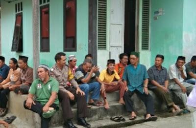 Bhabinkamtibmas Polsek Kapuas Takziah Di Kelurahan Bunut