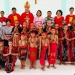 Peresmian Gereja, Rombongan Bupati Sanggau dan Uskup Mgr Yulius Menccucini Disambut Acara Adat