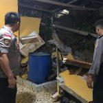 Dua Rumah Warga Entikong Terkena Longsor, FKH Imbau Warga Tetap Waspada
