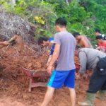 Brigpol Hemy Ikut Kerja Bakti Bersama Warga Dusun Tanjak Mulong