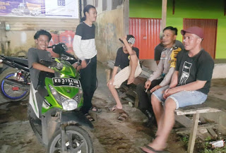 Bhabinkamtibmas Polsek Meliau Aktif Lakukan Sambang Desa, Ajak Pemuda Jaga Kamtibmas