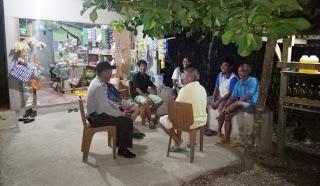 Bripka Marional Gultom Laksanakan Patroli Malam Hari di Desa Binaan