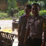 Patroli di Desa Mak Kawing Brigpol Sapto Berikan Himbauan Kamtibmas