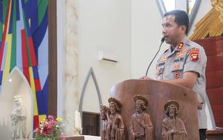 Kapolda Kalbar Ibadah di Gereja Katedral Hati Kudus Yesus