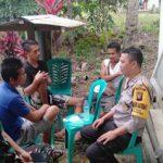 Bersama Bhabinsa, Bripka Deni Irawan Himbau Warga Bijak Menggunakan Medsos