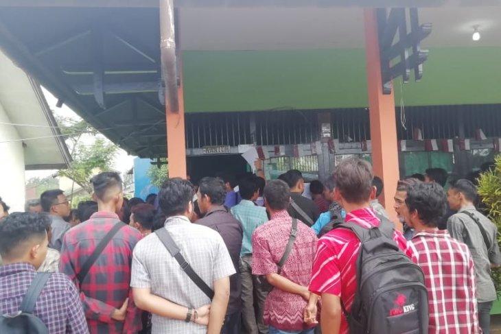 Ratusan pencari kerja mengadu nasib di PT STIM Tayan