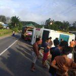 BREAKING NEWS : Truck Bertabrakan dengan Bus Sekolah di Jalan Tayan-Batang Tarang, Seorang Pelajar Dikabarkan Meninggal