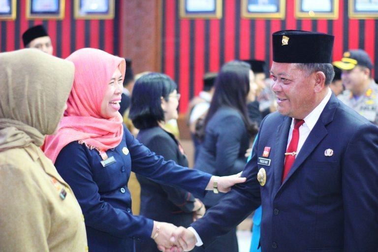 """Bupati Sanggau Lantik 64 Pejabat Administrator dan Pengawas di Lingkungan Pemkab Sanggau, ASN Harus """"Team Work"""" dan Lebih Solid"""