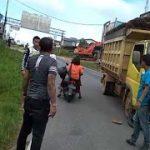 Laka Lantas Truk dan Sepeda Motor di Jalan Trans Kalimantan