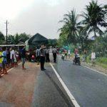 Lakalantas Truk dan Bus di Jalan Raya Tayan Hilir-Batang Tarang