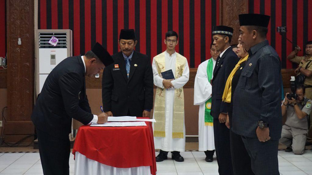 Pengaangkatan dan Pelantikan Pejabat Administrator, Pengawas dan Pejabat Pimpinan Tinngi Pratama di Lingkungan Pemerintah Kabupaten Sanggau