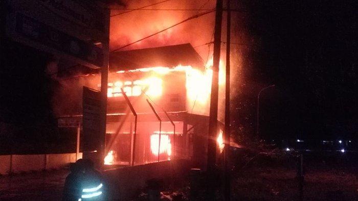 2 Unit Toko Ritel Modern Hangus Terbakar di Tayan Hulu Sanggau Kalimantan Barat