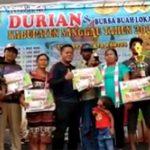 VIDEO: Bupati Sanggau Serahkan Hadiah kepada Pemenang Kontes Durian