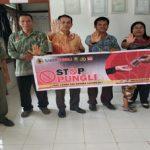 Stop Pungli Disampaikan Briptu Yosef Jono di Kantor Desa Semirau