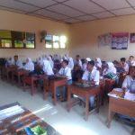 Bripka Gunawan Setiawan Sosialisasikan Penerimaan Anggota Polri di SMA 1 Desa Kawat