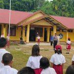 Brigpol Novi Iswandi Pimpin Pelaksanaan Upacara Bendera di SDN 07 Bantan