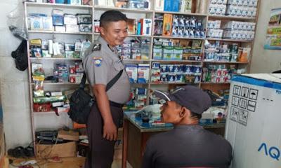 Menyambangi Toko Acon Brigpol Febri Tri Suhardi Berikan Himbauan Kamtibmas