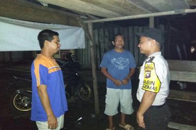Tingkatkan Keamanan Desa, Bripka Sapto Rutin Patroli Malam