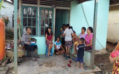 Brigpol B.Y Simanjuntak Sambangi Warga Desa Upe Guna memberikan Pelayanan Terbaik
