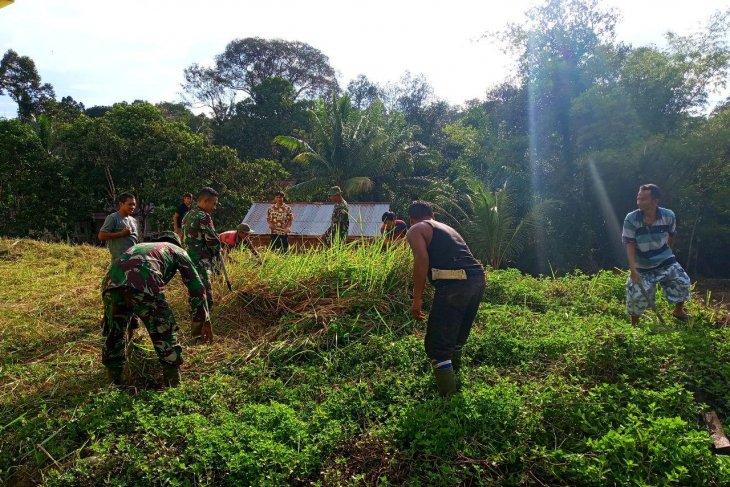Prajurit Satgas TMMD dan warga kerja bakti, ini kata Kawil Jonti