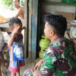 Prajurit Satgas TMMD, kenalkan sosok TNI sejak dini