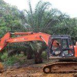 Satgas TMMD Kodim Sanggau Kerahkan Alat Berat Untuk Percepat Proses Pengerjaan Jalan di Dusun Sekura