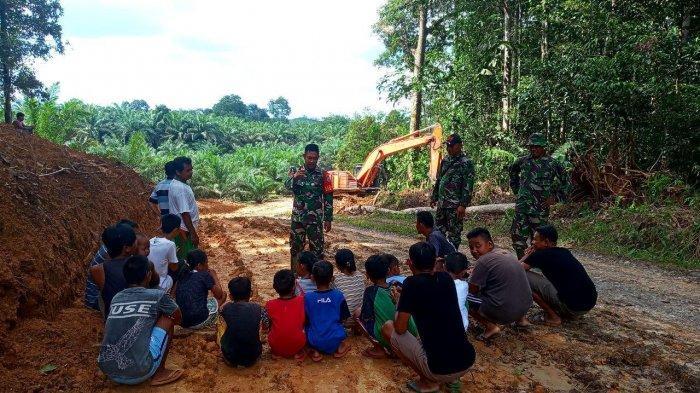 Pembukaan Akses Jalan Oleh Satgas TMMD Kodim Sanggau diharapkan Dapat Tingkatkan Perekonomian
