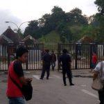 BREAKING NEWS - Pintu Perbatasan Malaysia-Indonesia di PLBN Entikong Resmi Ditutup Total