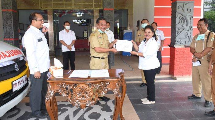 VIDEO: Saat PT Antam Salurkan Bantuan Mobil Ambulans ke PMI Sanggau