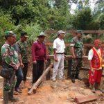 Kerjasama Masyarakat dan TNI di TMMD Kodim Sanggau, Ritual Adat Awali Pengerjaan Jalan