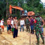 Satgas TMMD Kodim Sanggau Gandeng Warga Buka dan Perbaiki Jalan