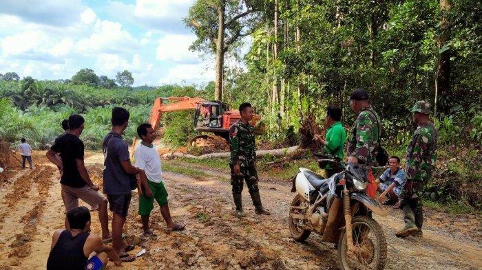 TMMD Kodim Sanggau Gunakan Alat Berat Buka dan Lebarkan Jalan Antar Desa