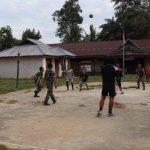 Anggota Satgas TMMD Kodim Sanggau Olahraga Bersama Warga Jonti