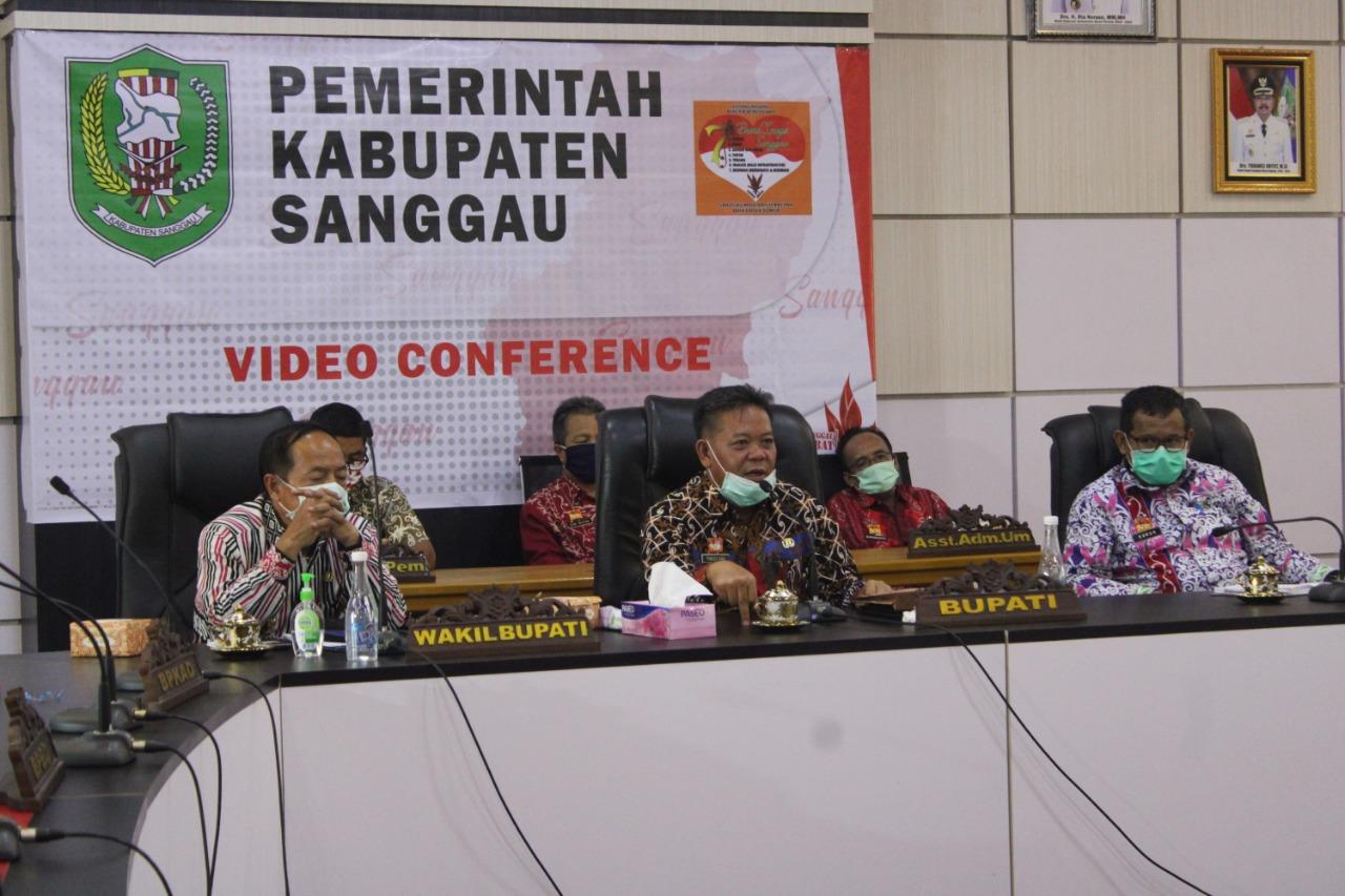 Bupati Sanggau Ikut Serta Dalam Vidcon Bersama Beberapa Menteri Terkait Implementasi Kebijakan Dalam Memerangi Covid-19
