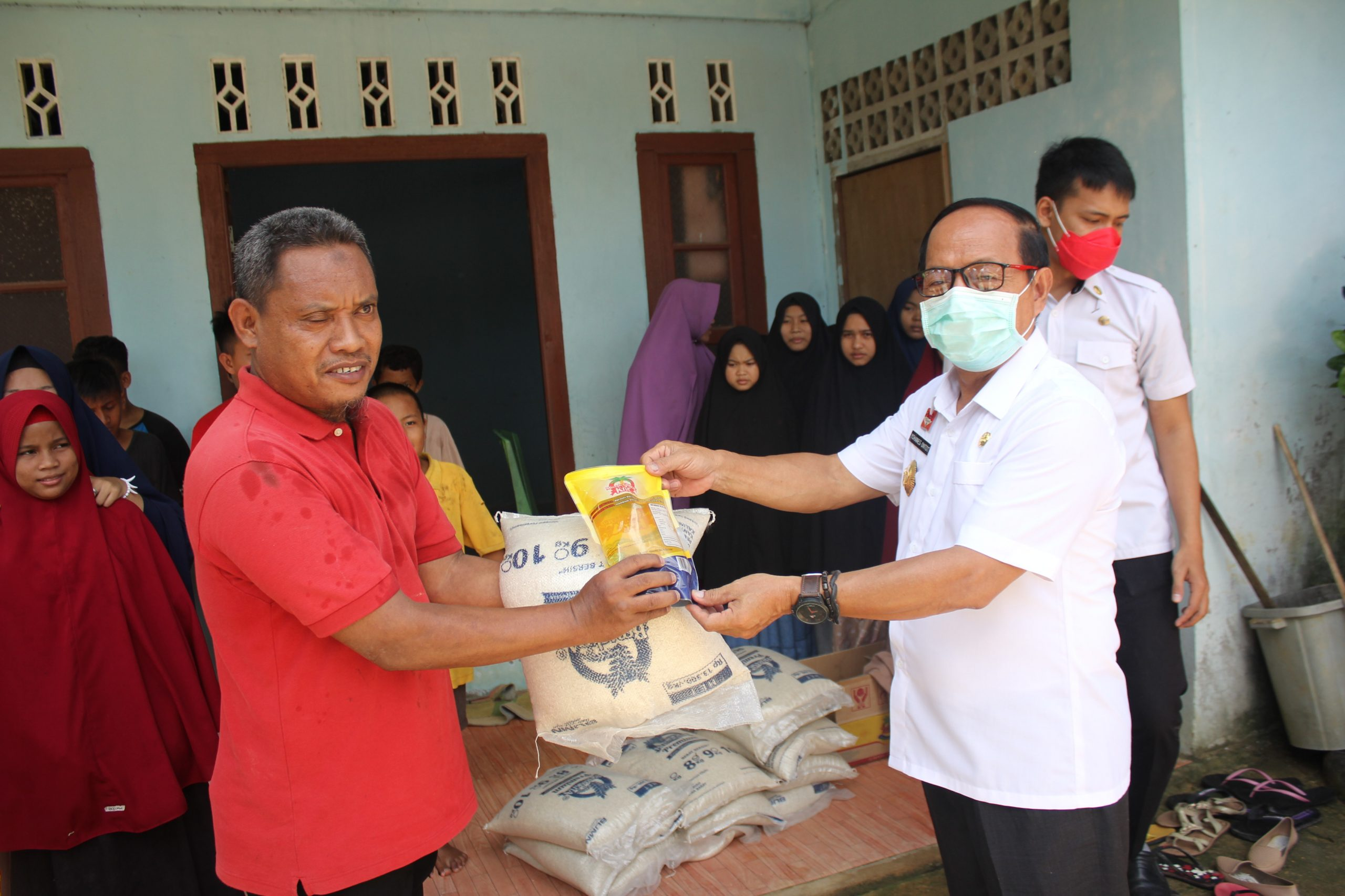 Dampak Wabah Corona, Wabup Sanggau Berikan Bantuanke Yayasan Hidayatullah